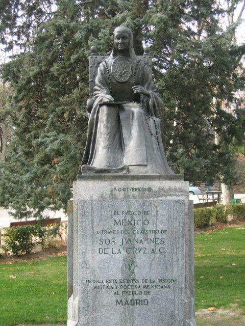 Statue Juana Inés de la Cruz