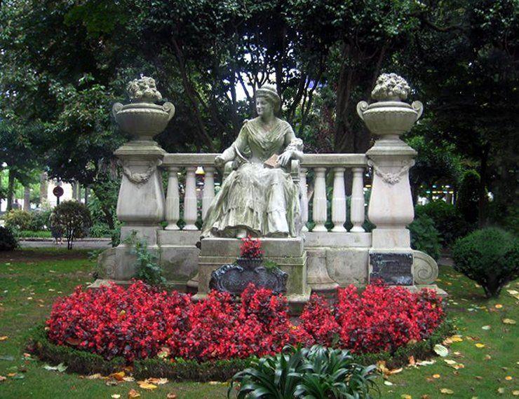 Emilia Pardo Statue